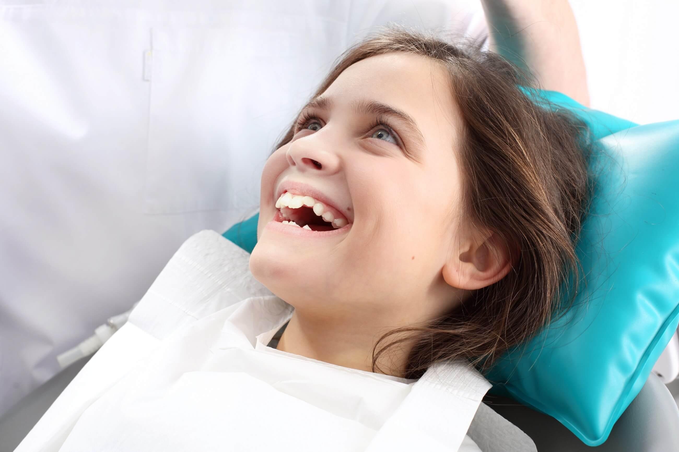 Kiedy i jak często chodzić z dzieckiem do dentysty?