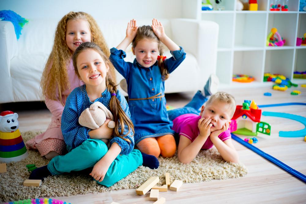 MIĘDZY NAMI RODZICAMI odc.1<br>  Pierwsze dni w przedszkolu i nauka samodzielności Pierwsze dni w przedszkolu i nauka samodzielności